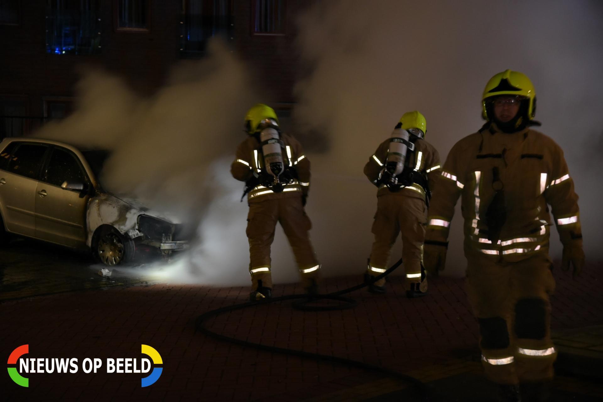 Auto verwoest door brand op parkeerplaats Albrandswaardsedijk Poortugaal