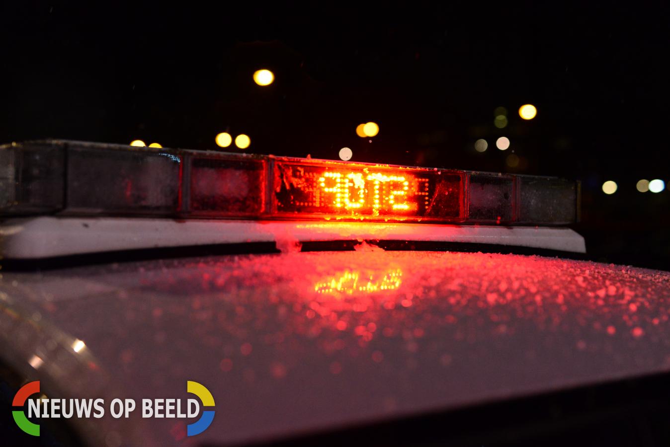 Politie rijdt auto klem bij afrit A20 Moordrecht