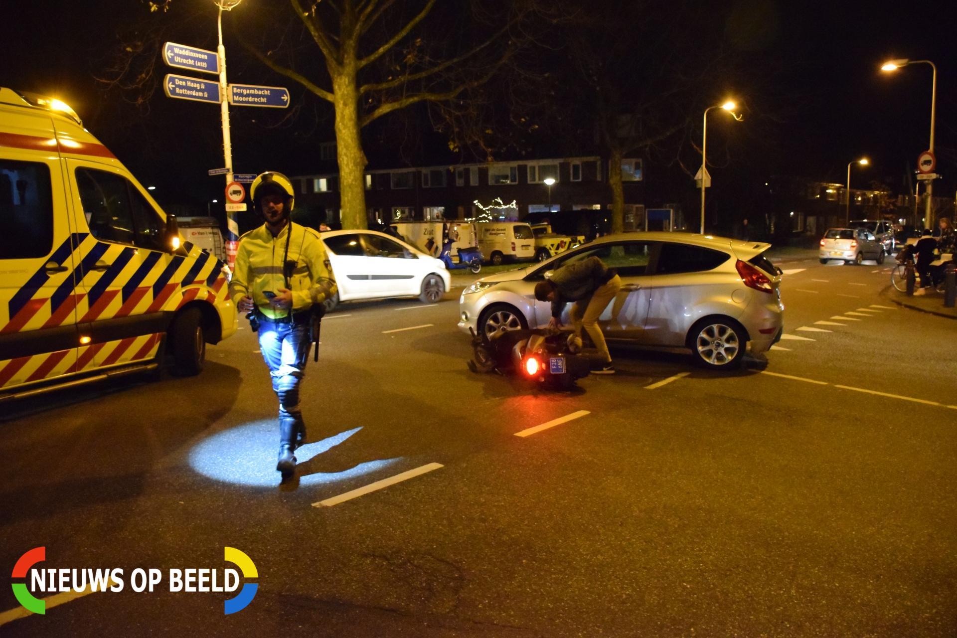 Scooterrijder gewond na botsing met auto Koningin Wilhelminaweg Gouda