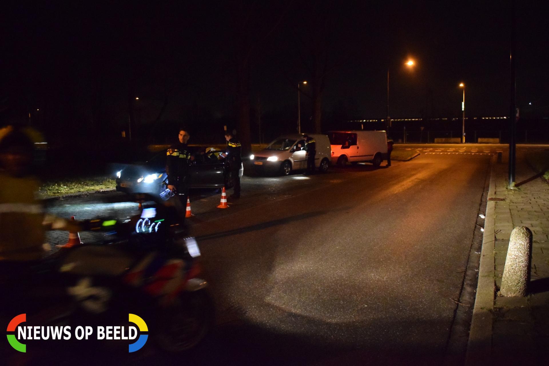 Politie houdt verkeerscontrole Rijsselseweg Gouda