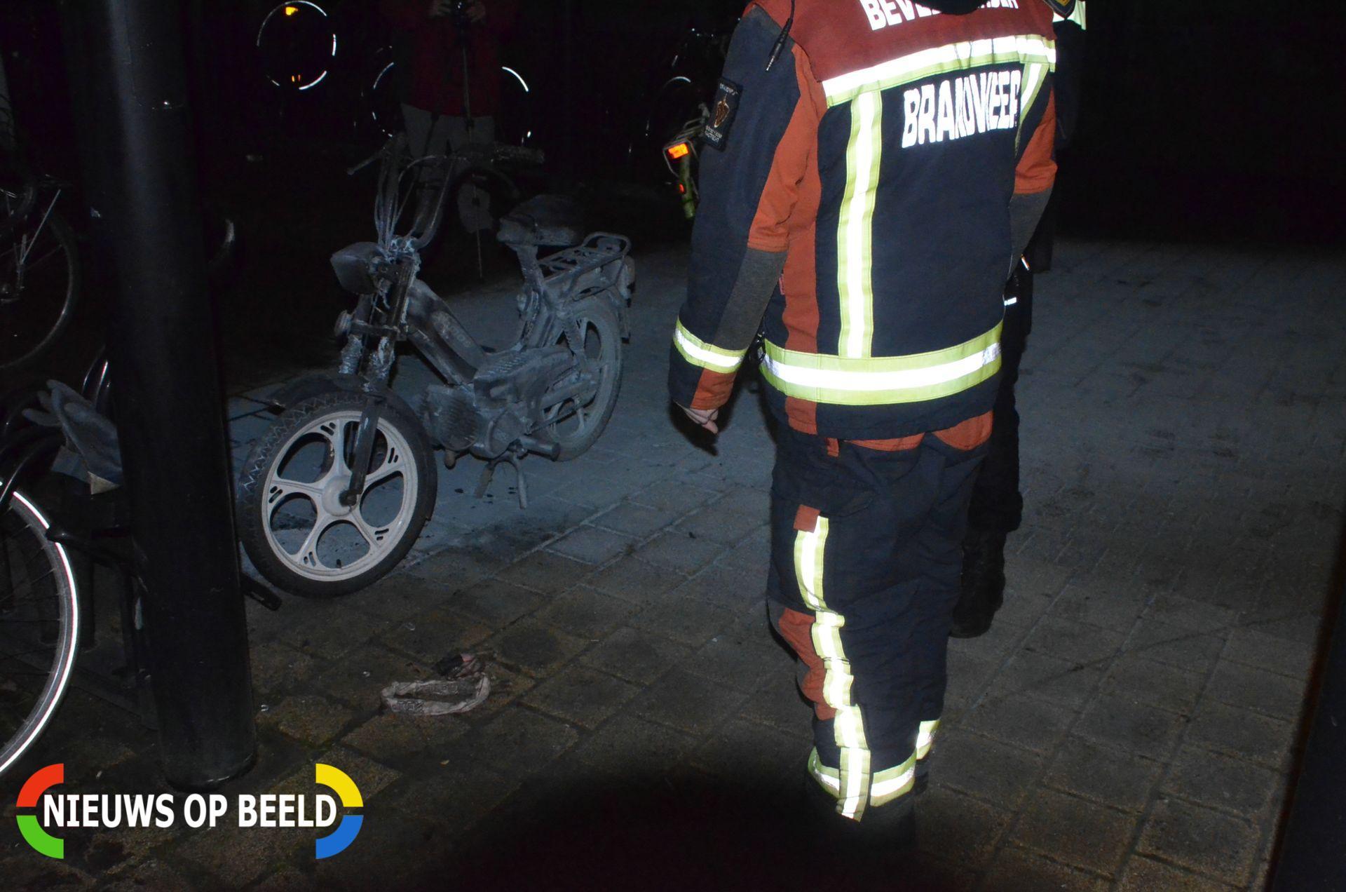 Brommer in brand en kaartjesautomaat gesloopt Willensplein Gouda