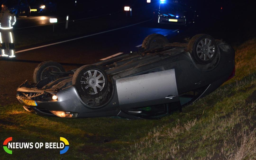 Auto belandt op de kop in de berm N470 Bergschenhoek