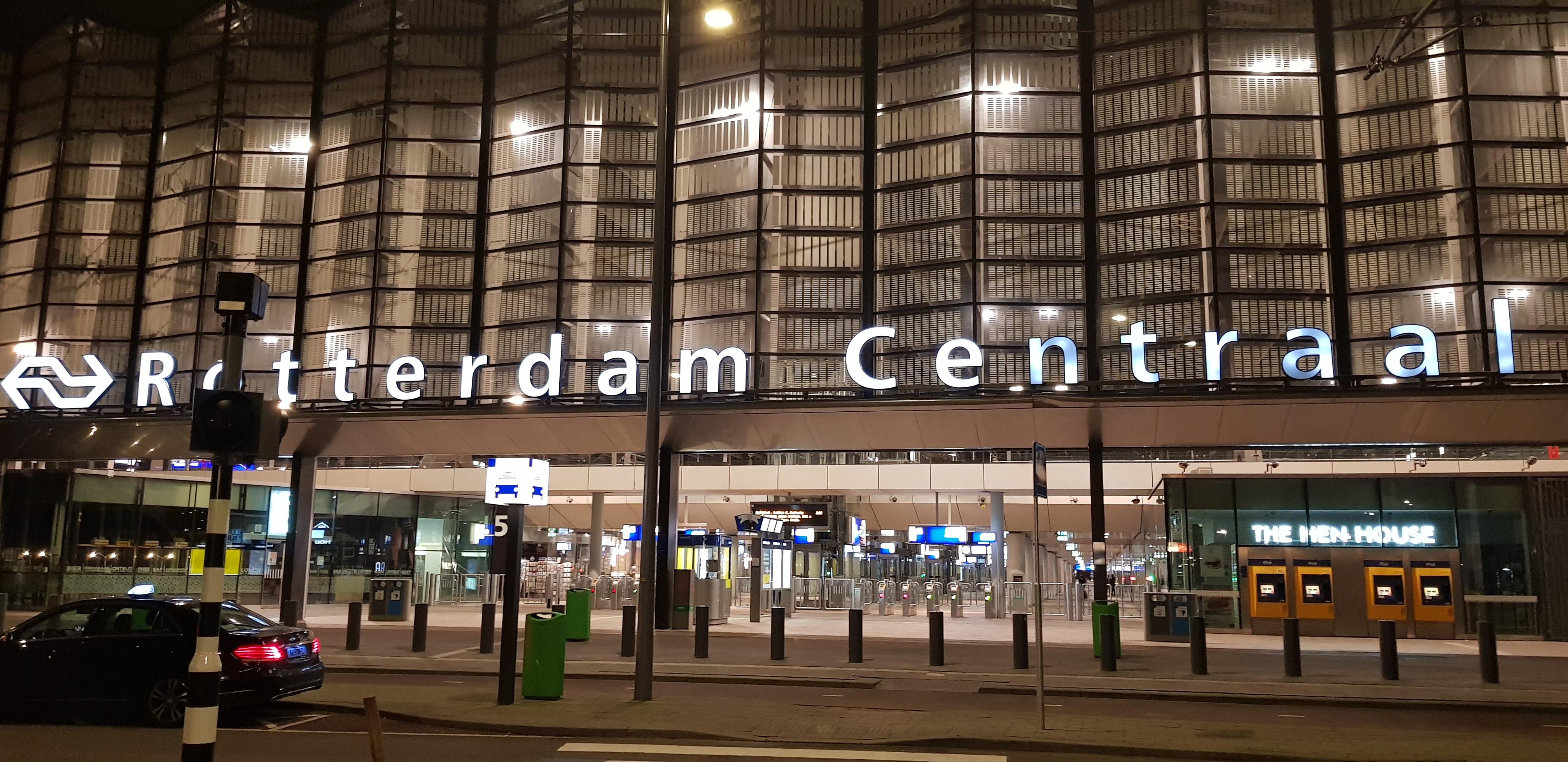 Jongen (17) neergestoken op Rotterdam Centraal