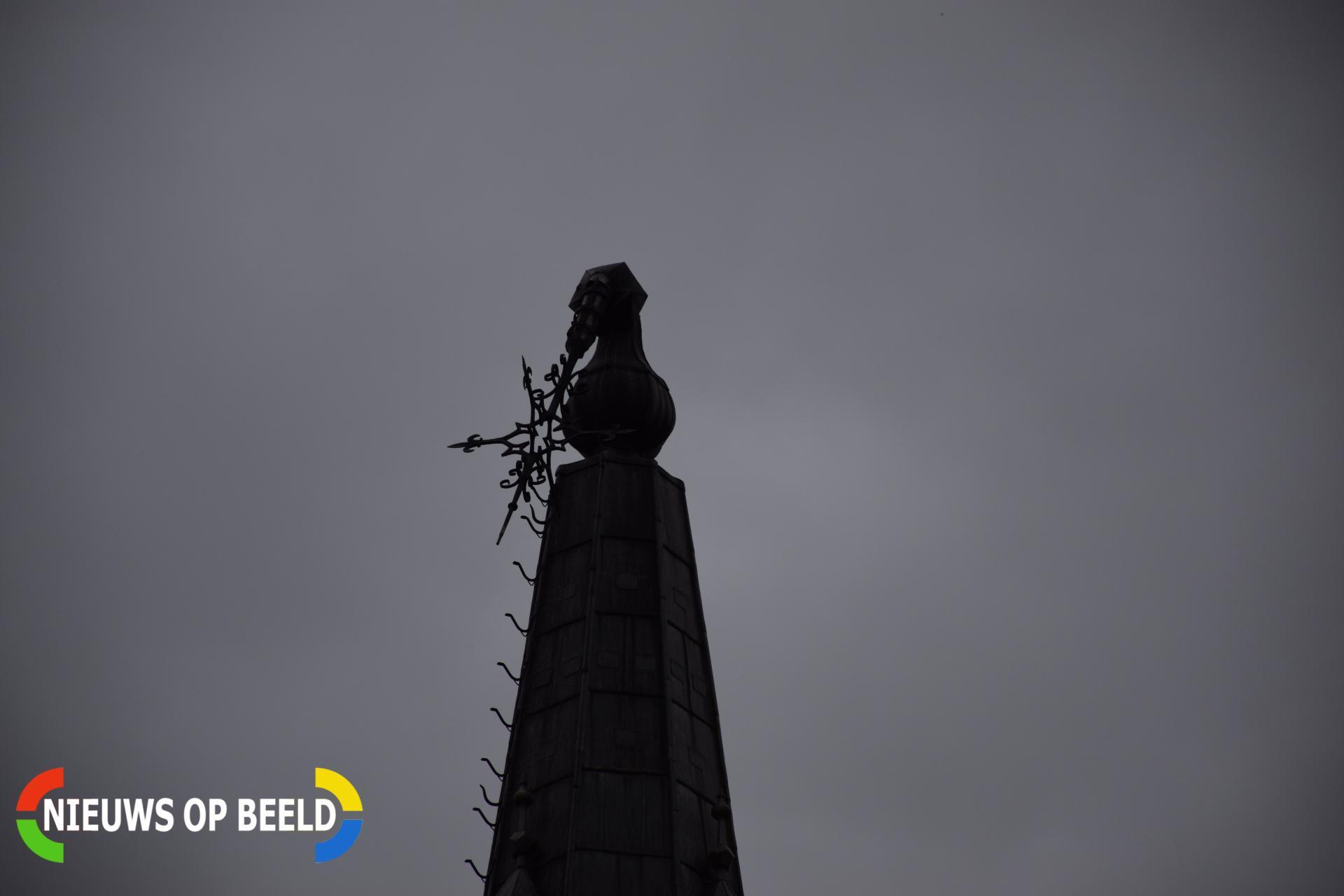Torenspits Dorpskerk zwaar beschadigd Kerkplein Moordrecht