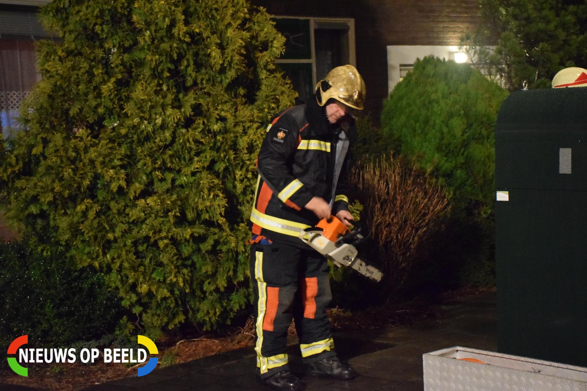 Brandweer rukt uit voor scheefhangende boom Ieplaan Waddinxveen