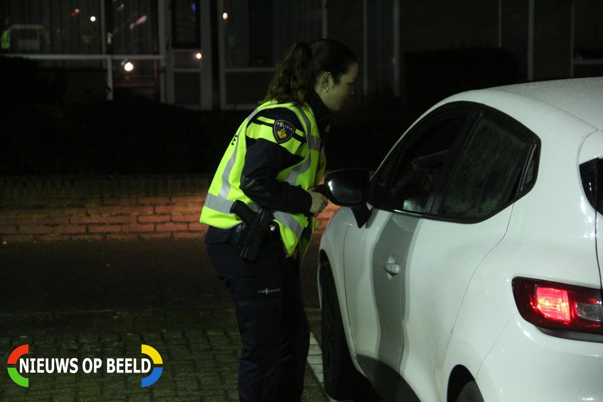 Automobilist (19) aangehouden na aantreffen meerdere wapens in voertuig