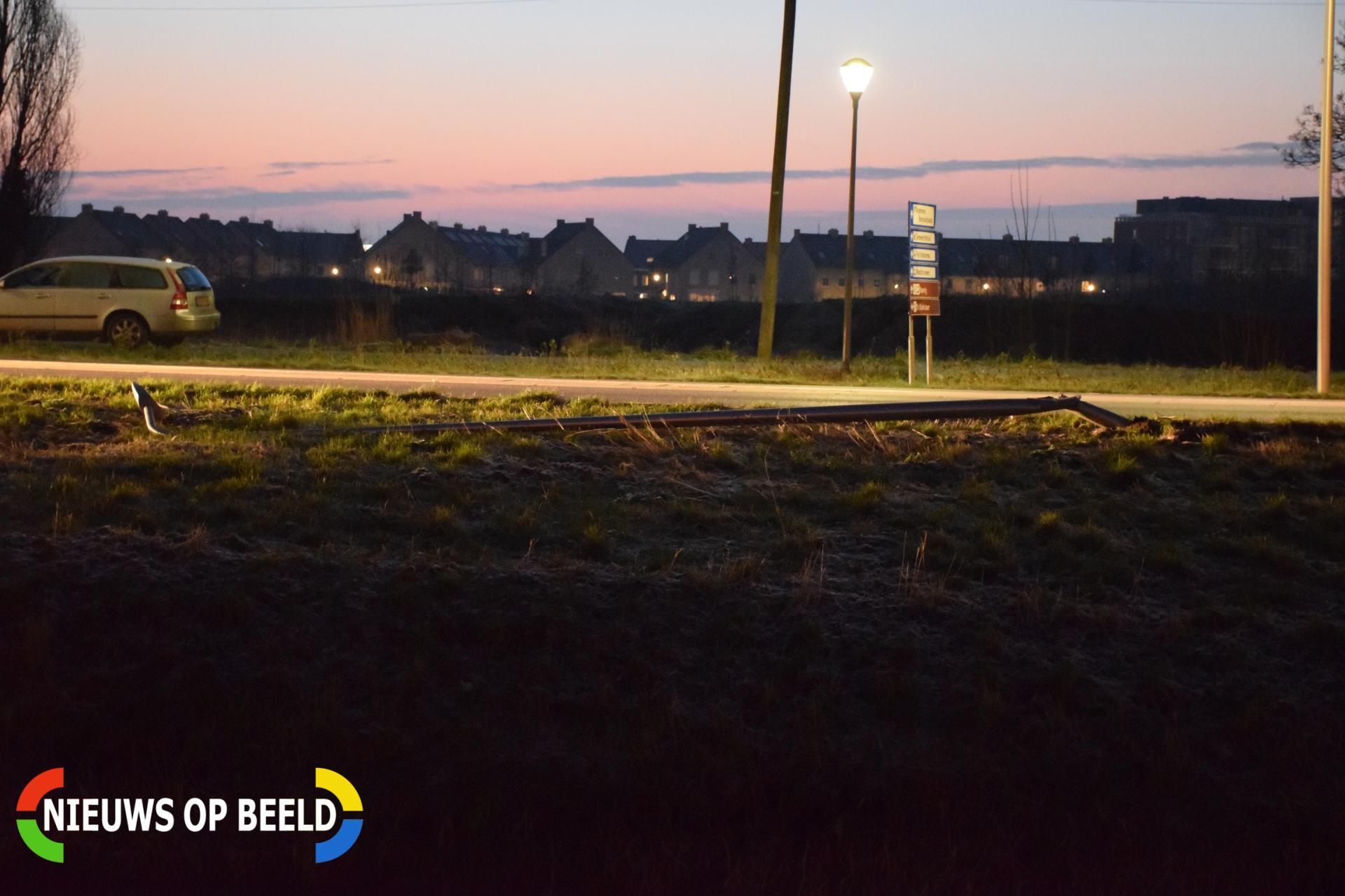 Automobilist schrikt ramt lantaarnpaal Beijerincklaan N453 Waddinxveen