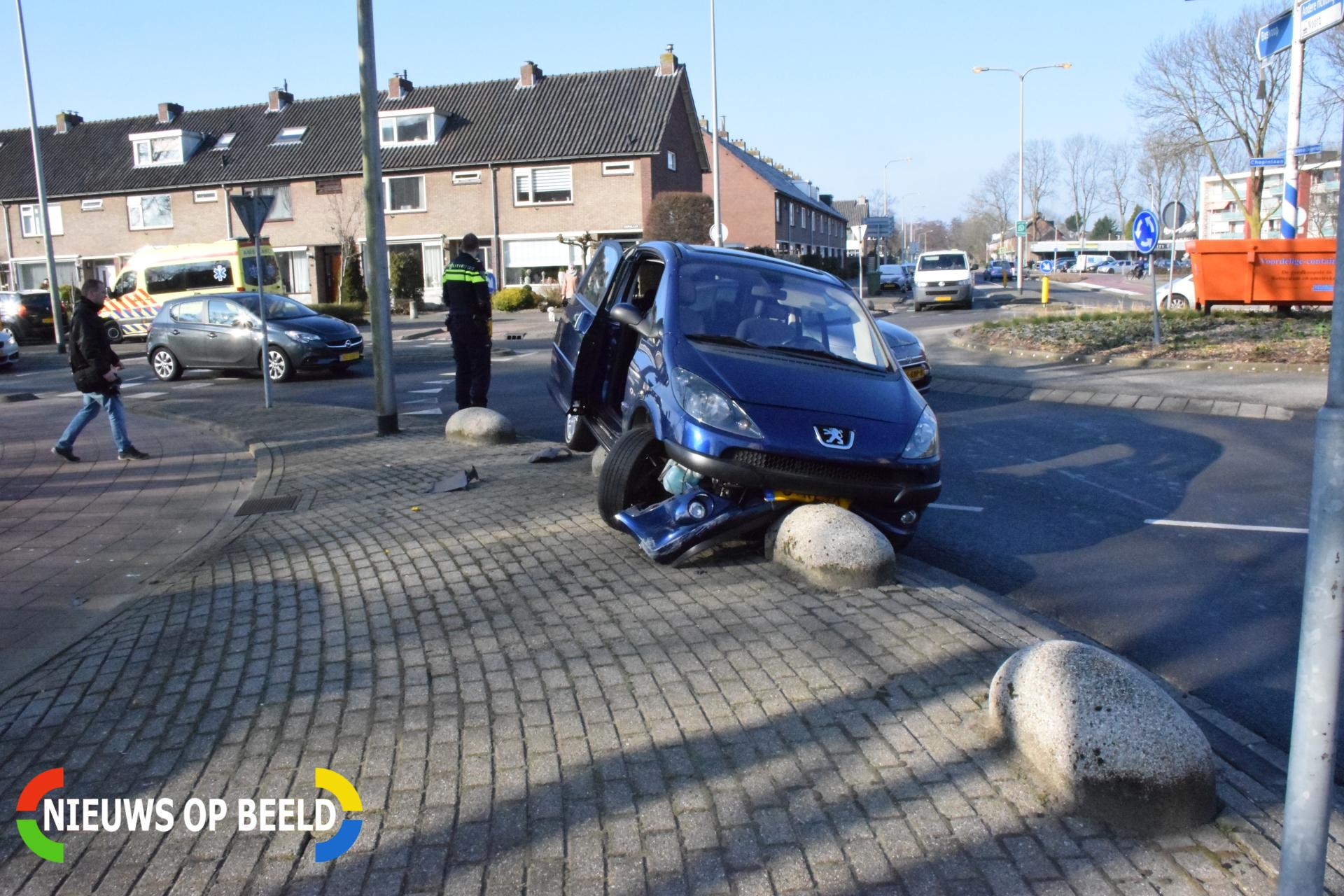 Automobilist gewond na onwelwording Chopinlaan Waddinxveen