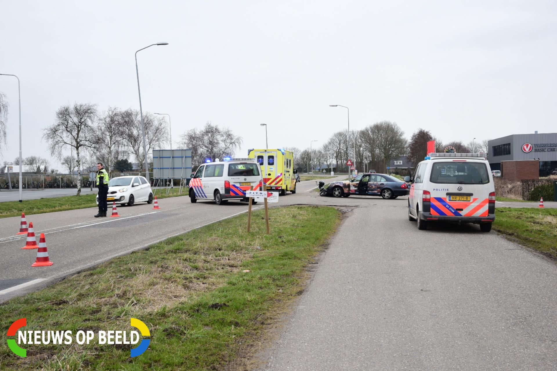 Scooterrijder gewond na botsing met taxi Reedijk Heinenoord