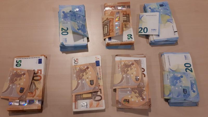 Volharding agenten leidt naar geld- en drugsvondst in Hardinxveld-Giessendam