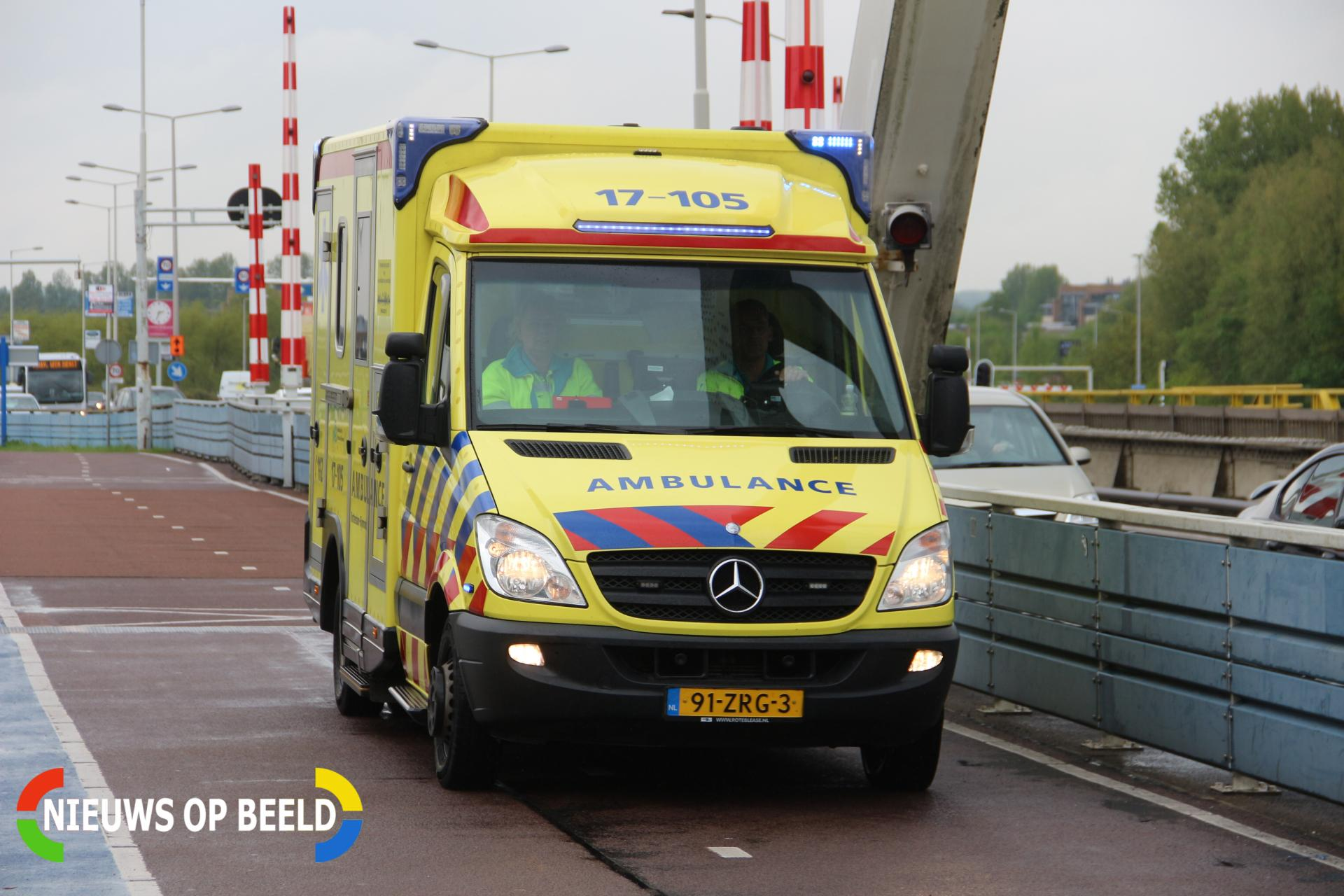 Vier gewonden nadat auto op hoogwerker botst Suurhoffbrug Rotterdam