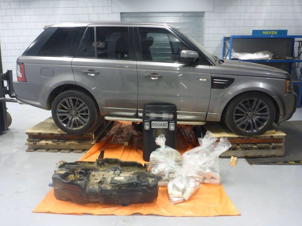 Drie Rotterdammers aangehouden nadat douane 42 kilo cocaïne aantreft in Range Rover