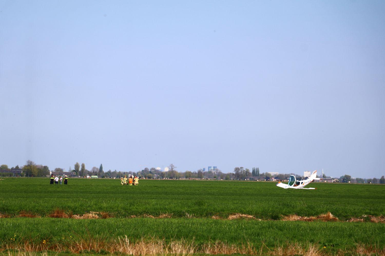 Sportvliegtuig maakt noodlanding in Oudewater