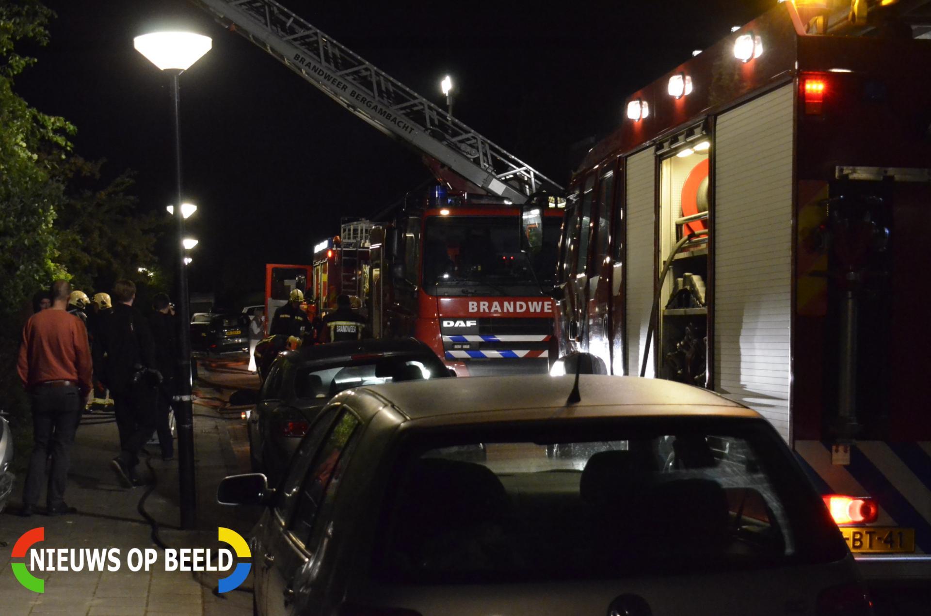 Brandweer blust brand in garagebox Ganzenhof Ouderkerk aan den IJssel