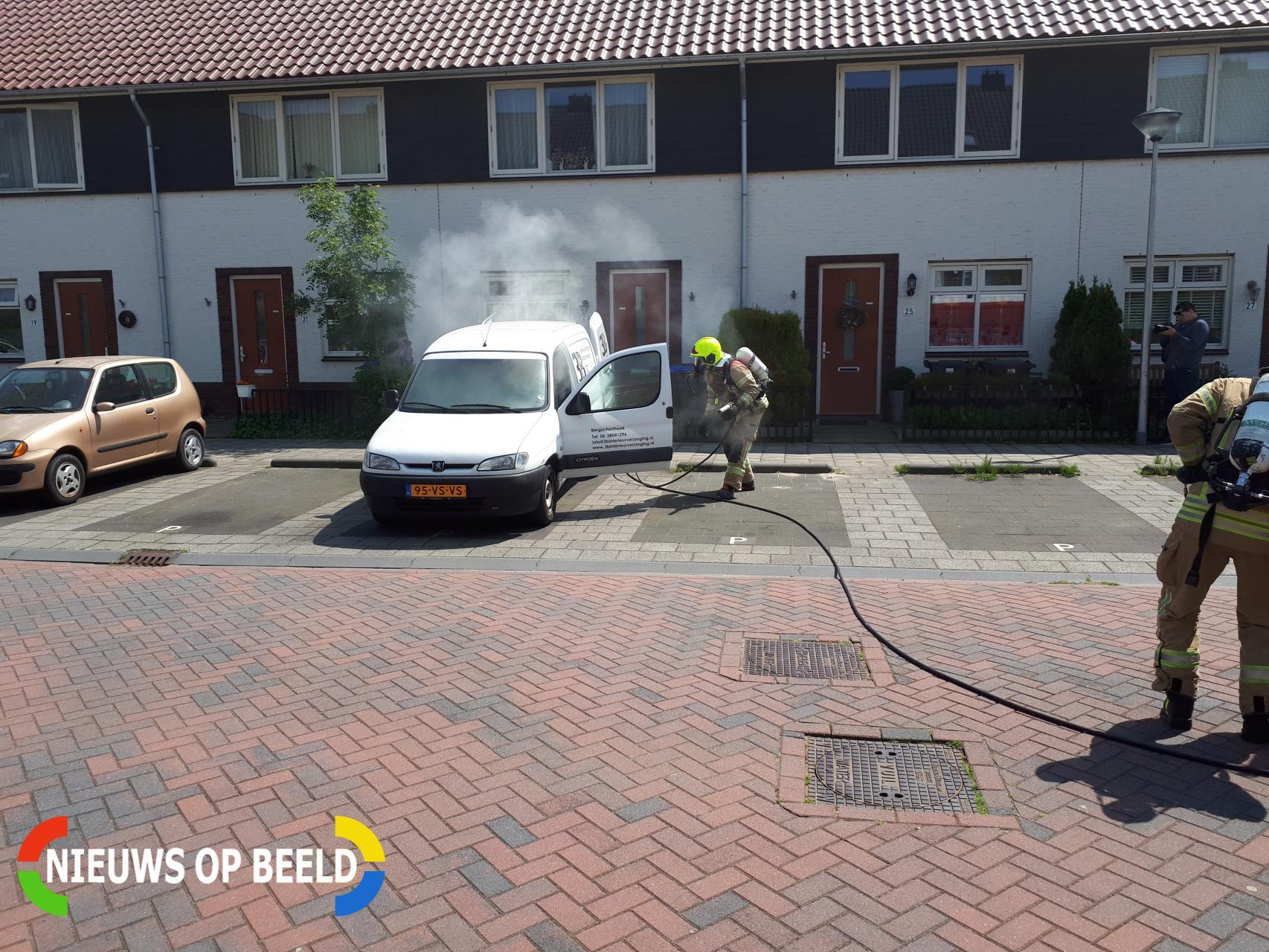 Brand in laadbak van bestelbus Abe Bonnemastraat Bergschenhoek