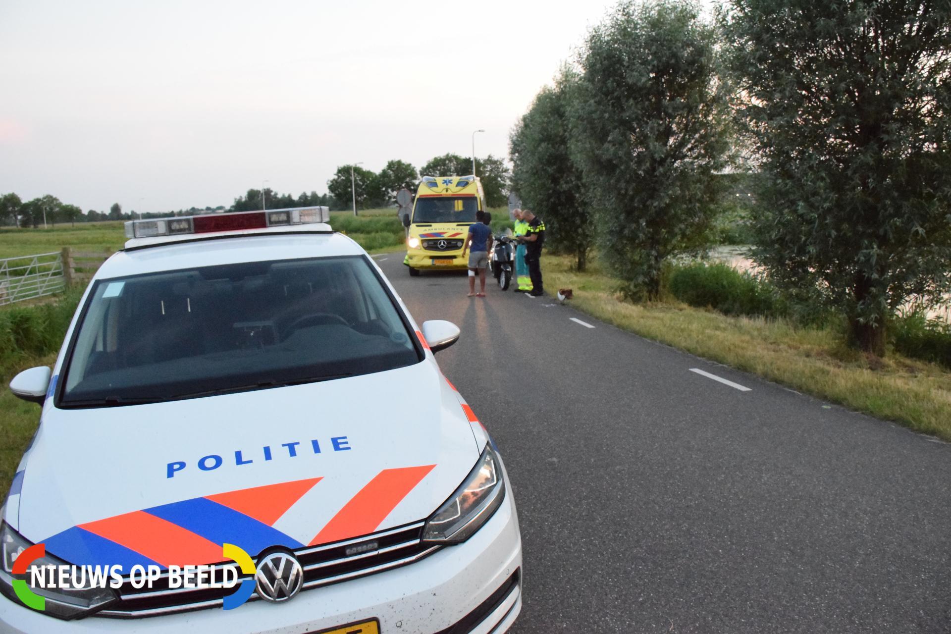 Scooterrijder glijdt onderuit en raakt licht gewond Capellelaan Bergambacht