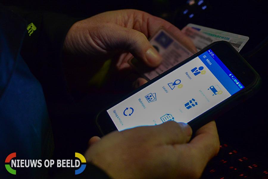 Politie schrijft 48 bekeuringen voor deelname luilak in Oud Beijerland