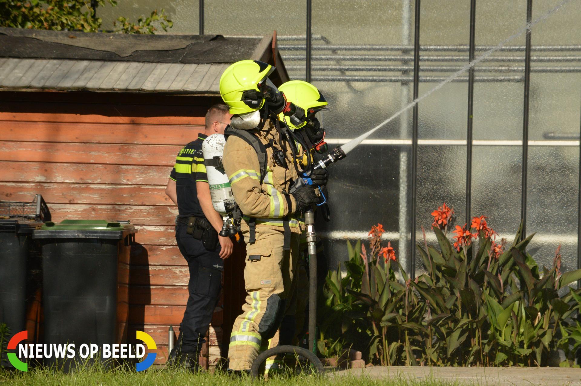 Brand in boom slaat over naar dak van woning A.H. Verweijweg Berkel en Rodenrijs