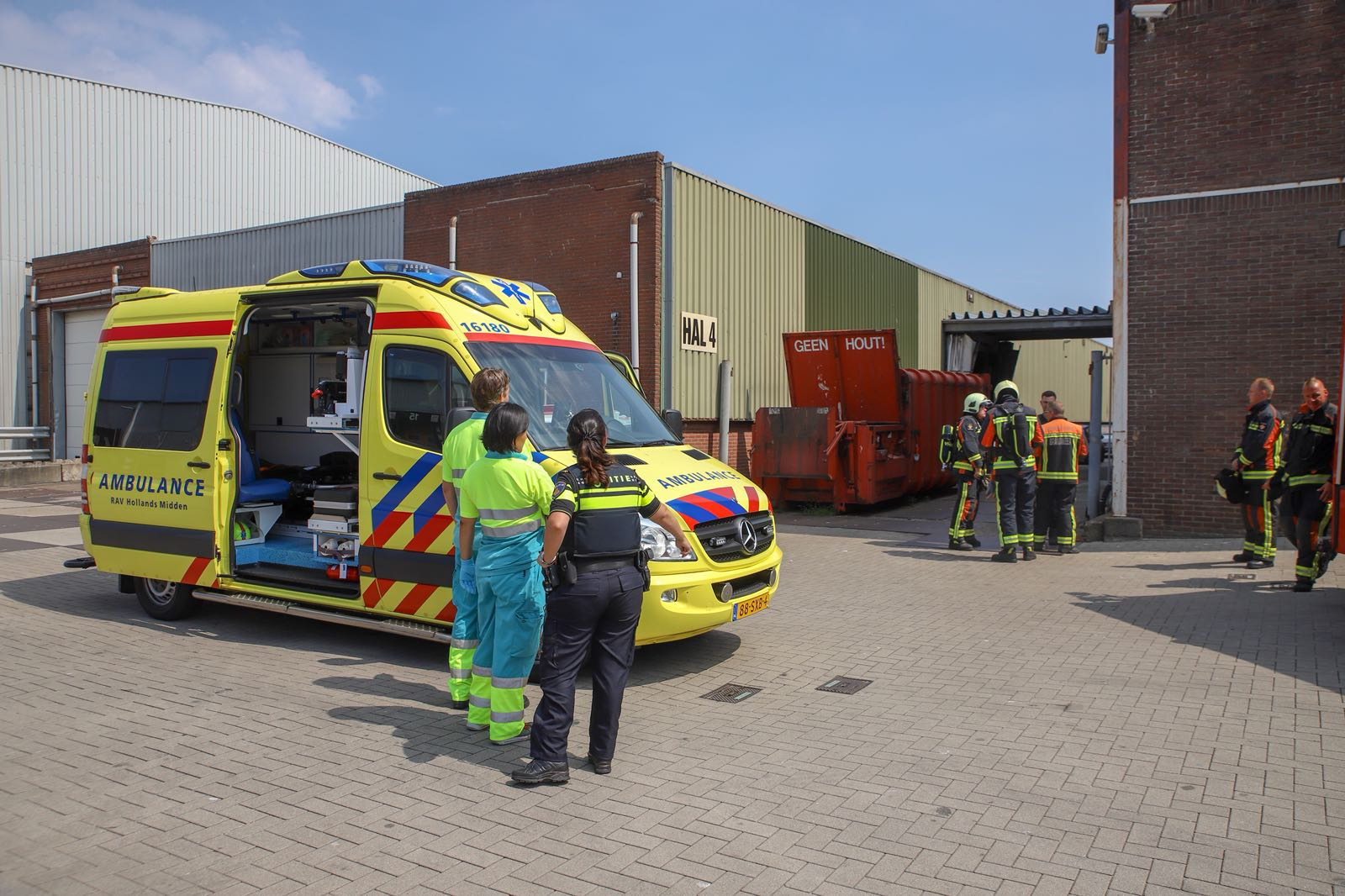 Politie vindt vermoedelijk drugslab in bedrijfspand Draadbaan Leiderdorp