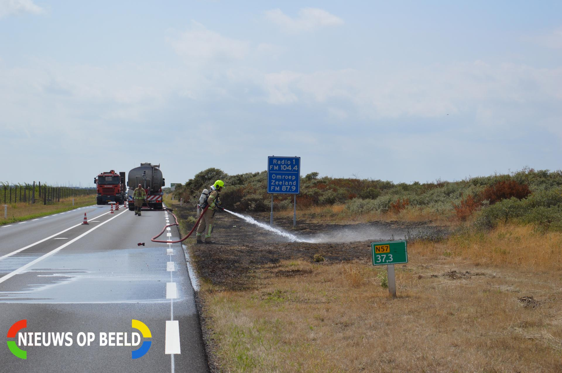 Grote duinbrand langs Brouwersdam N57 Ouddorp