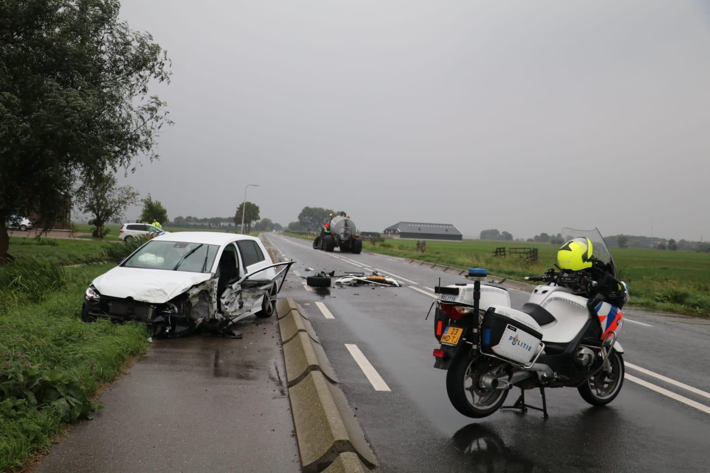 Flinke ravage na aanrijding tussen tractor en auto N480 Streefkerk