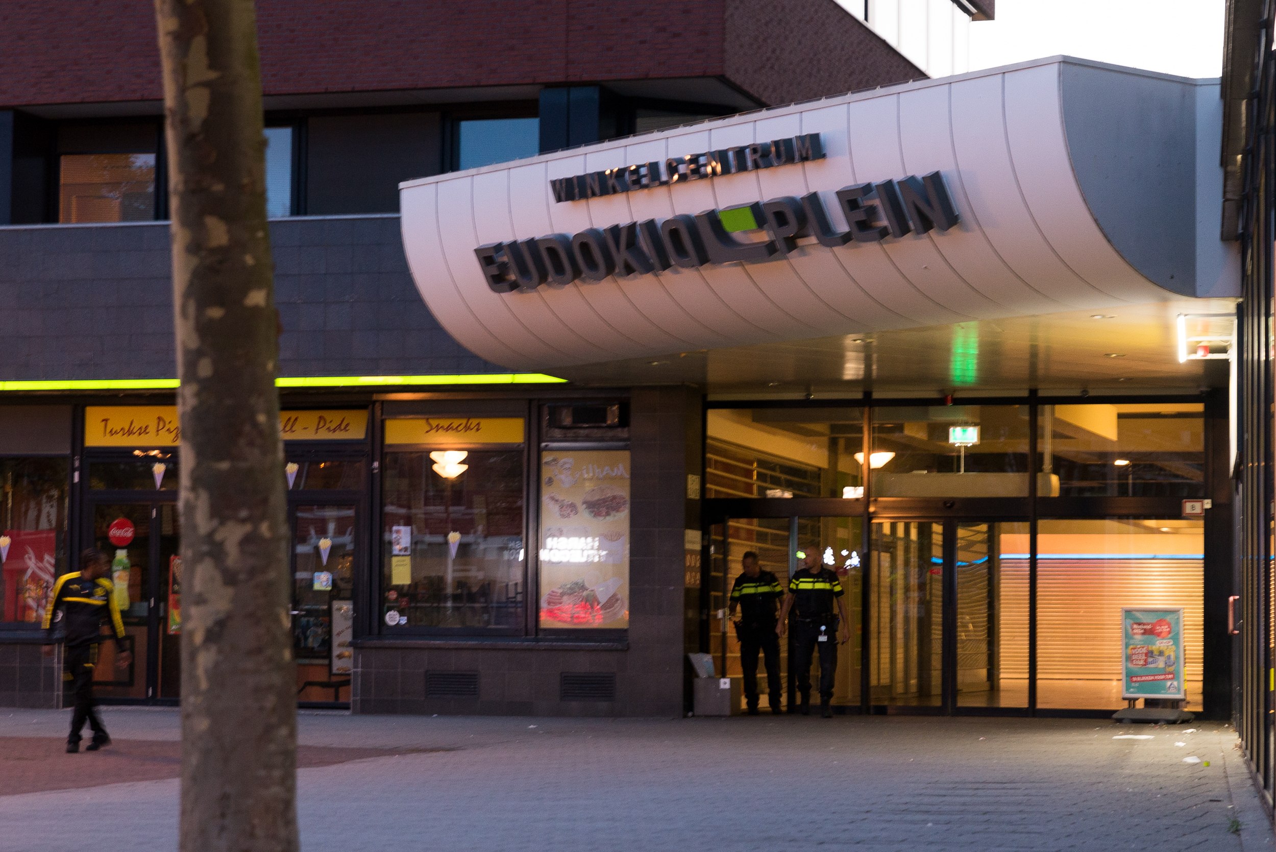 Politie nog steeds op zoek naar vrouwelijke overvaller Kruidvat Eudokiaplein Rotterdam