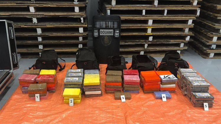 122 kilo cocaïne tussen Ferro-nikkel gevonden in de Rotterdamse haven