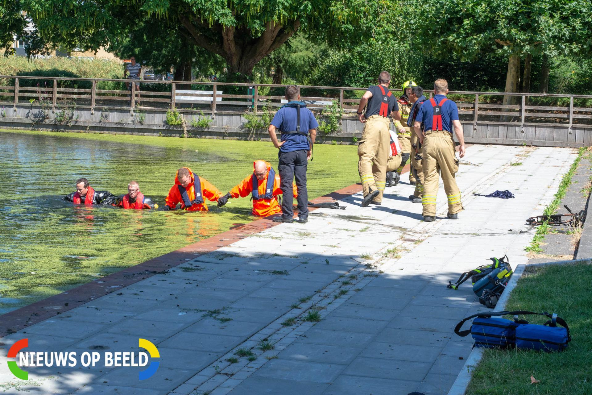 Brandweer haalt peuter uit water Vondelpark Rembrandtlaan Papendrecht