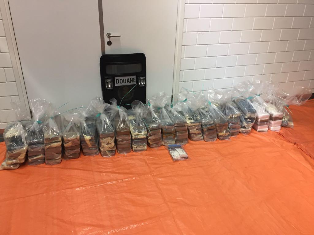 Douane treft 249kg coke tussen de bananen in Haven Rotterdam