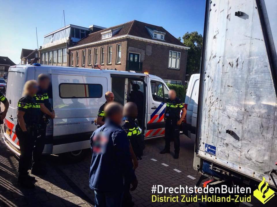 Dertien illegale Eritreeërs ontdekt in Spaanse vrachtwagen Sliedrecht