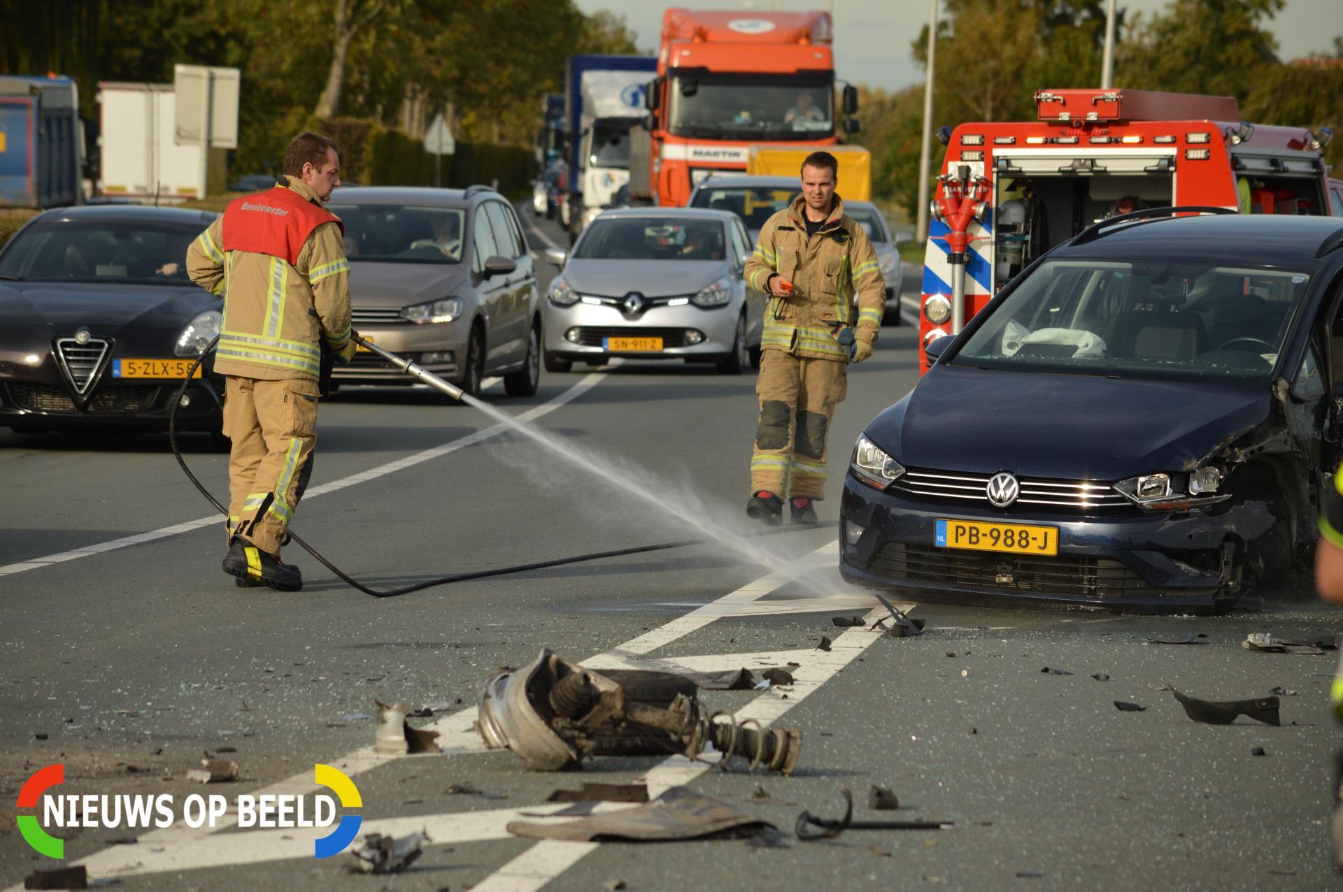 Veel schade bij botsing tussen twee voertuigen Hoekeindseweg – N209 Bergschenhoek