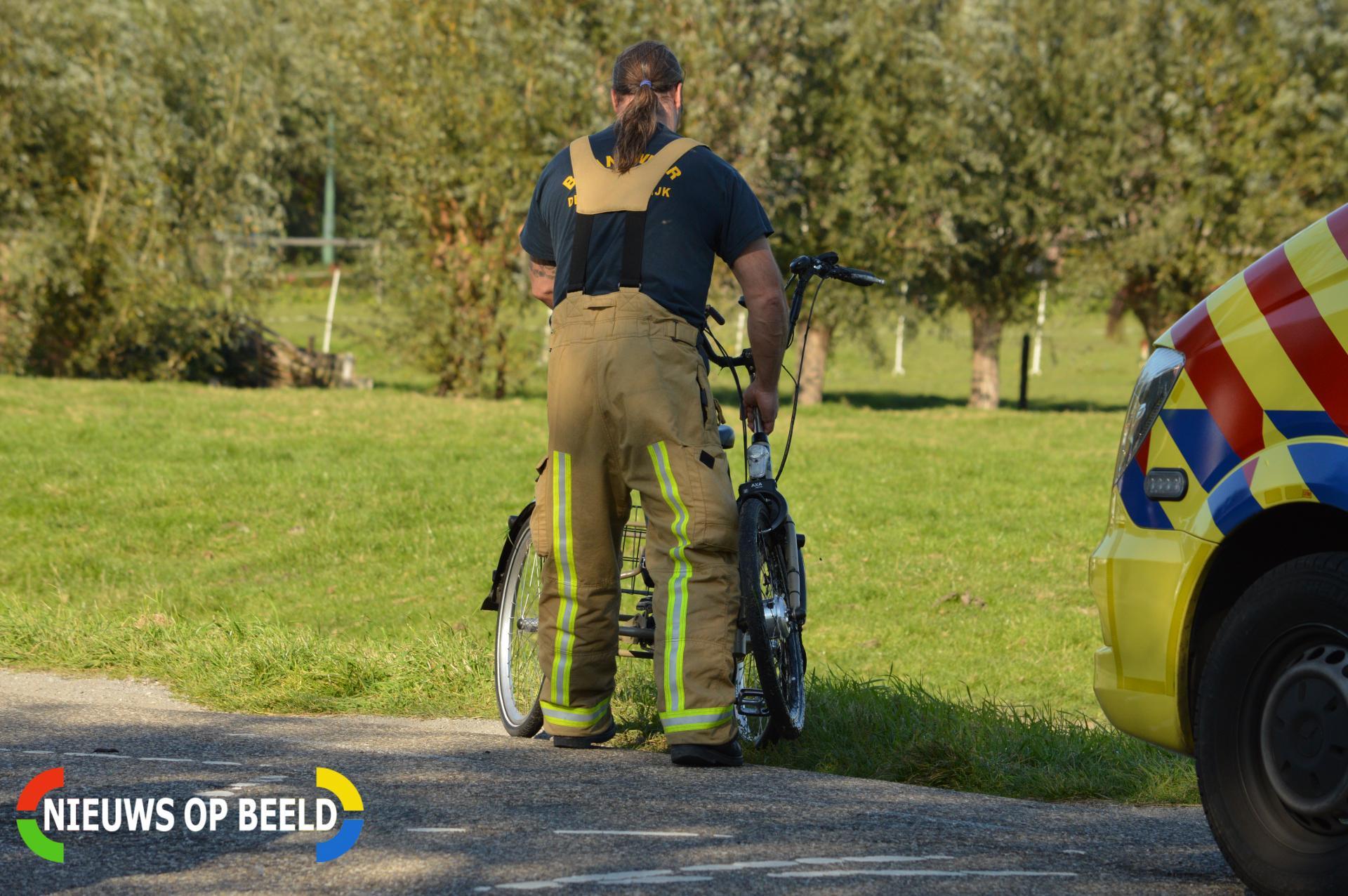 Verkeersregelaar redt fietser uit het water Zuideindseweg Delfgauw