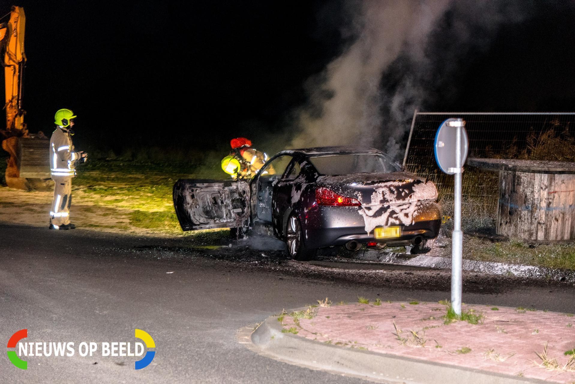 Brandweer blust fikse voertuigbrand Zevenmeet Rhoon