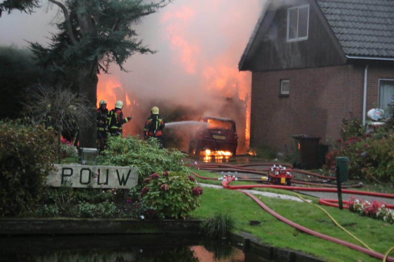 Gewonde bij flinke brand in woning en schuur Rijneveld Boskoop