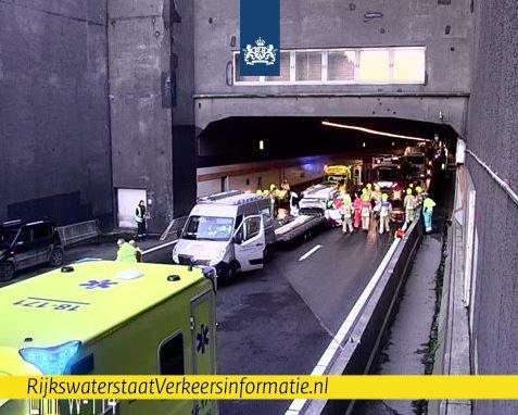 Heinenoordtunnel A29 dicht na ongeval