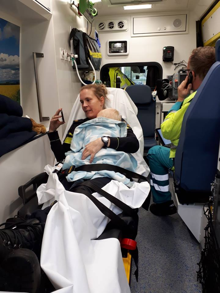 Agente ontfermd zich over baby na ongeval