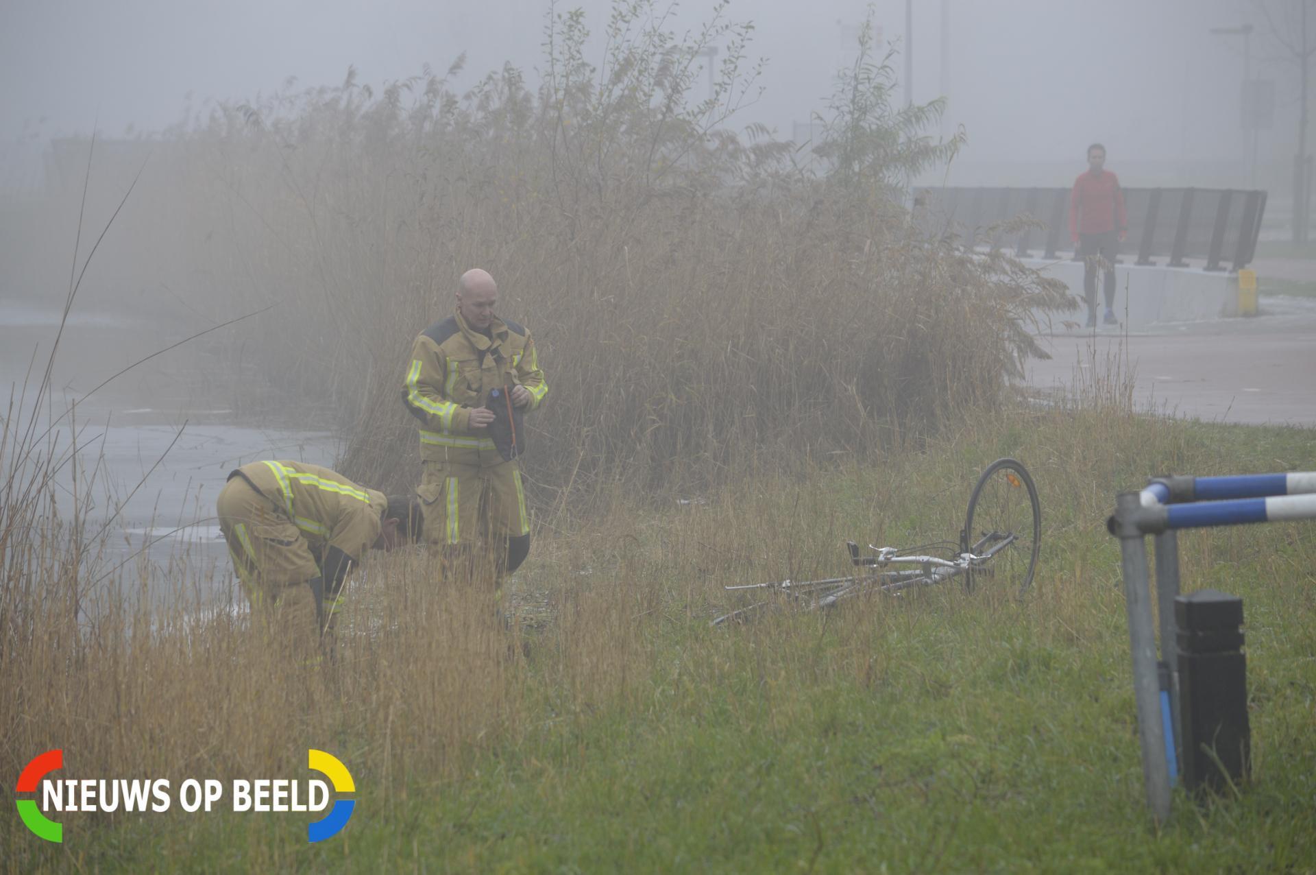 Omstanders bezorgd na aantreffen fiets in water Meersingel Pijnacker