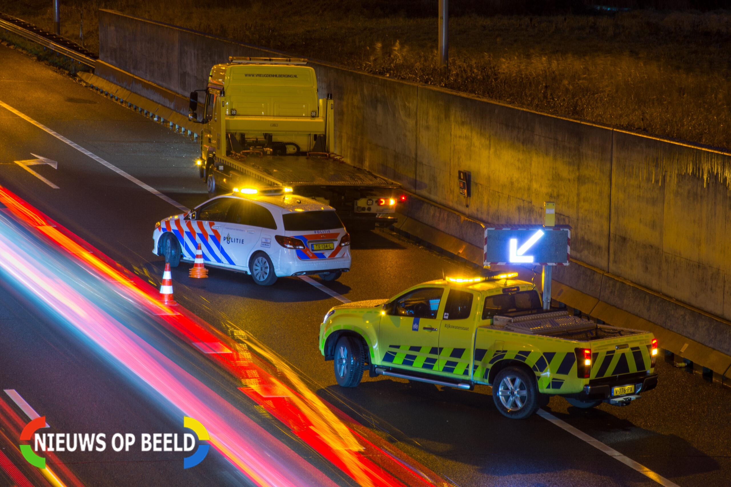 Bijrijder komt te overlijden na autobrand op A4 nabij Rijpwetering