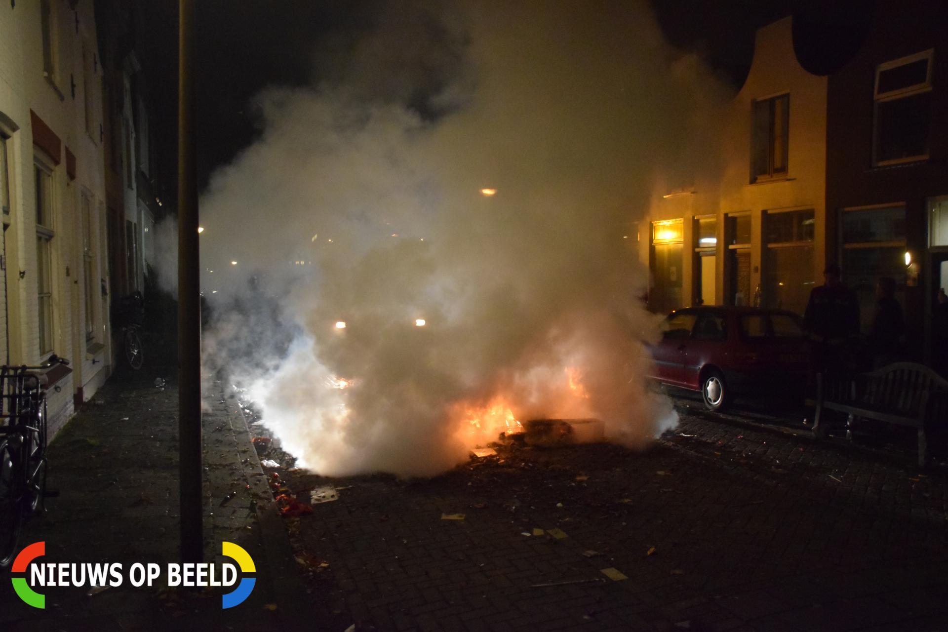 Hoop vuurwerk in brand Boelekade Gouda