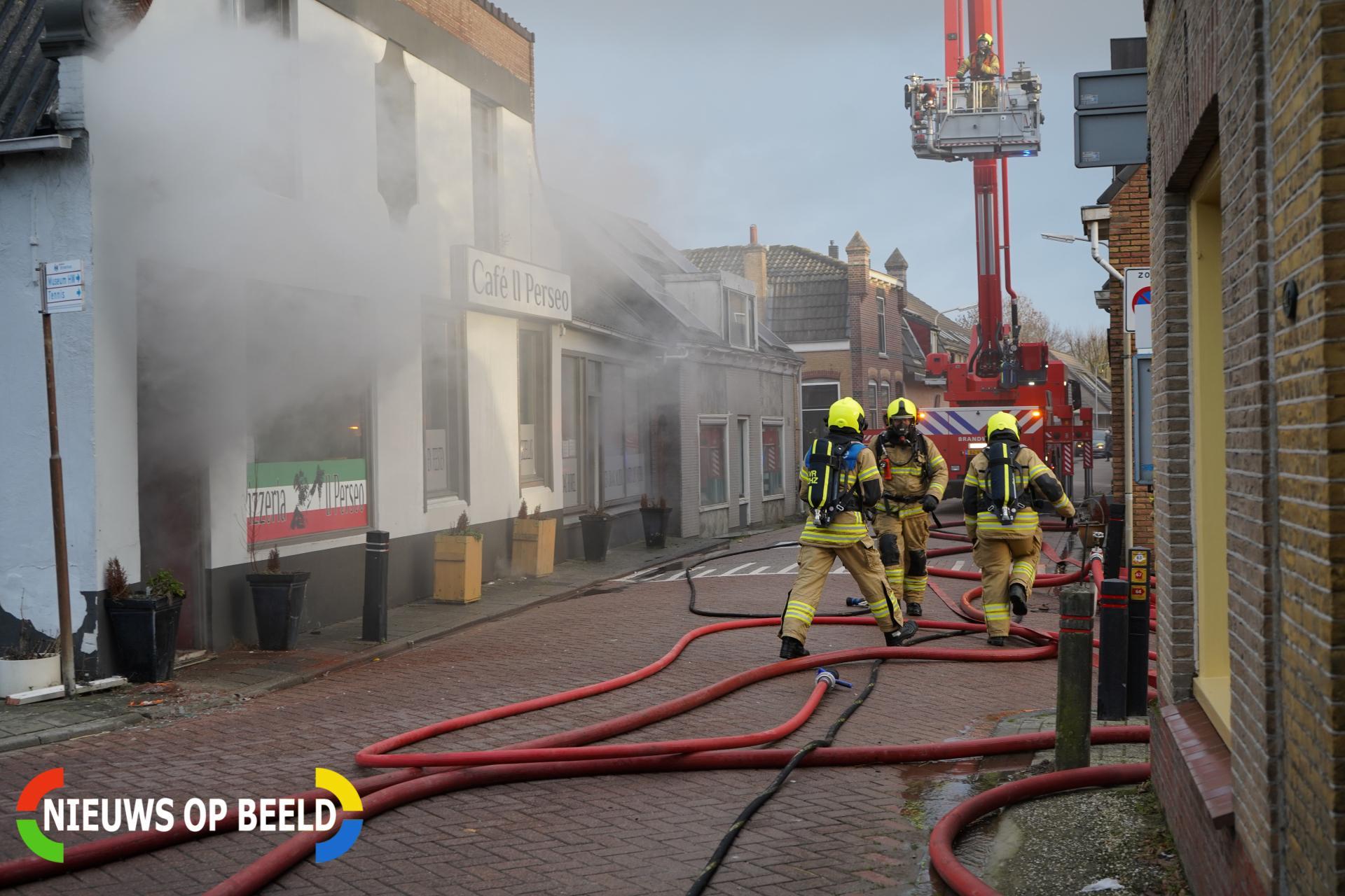 Grote brand in pizzeria Dorpsstraat Heinenoord (video)