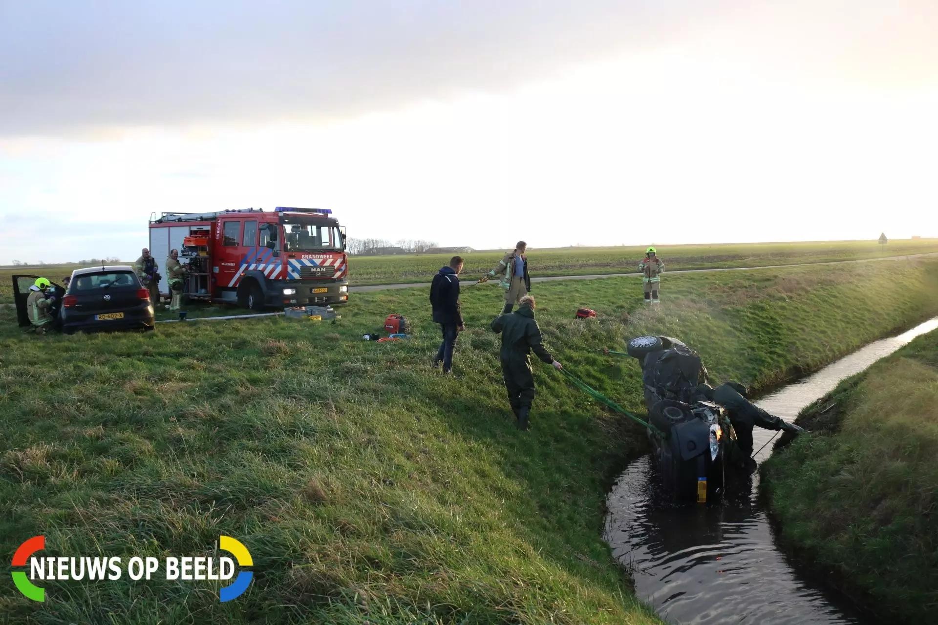 Personenauto te water na frontale botsing, bestuurder overleden Dwarsweg Zuidland