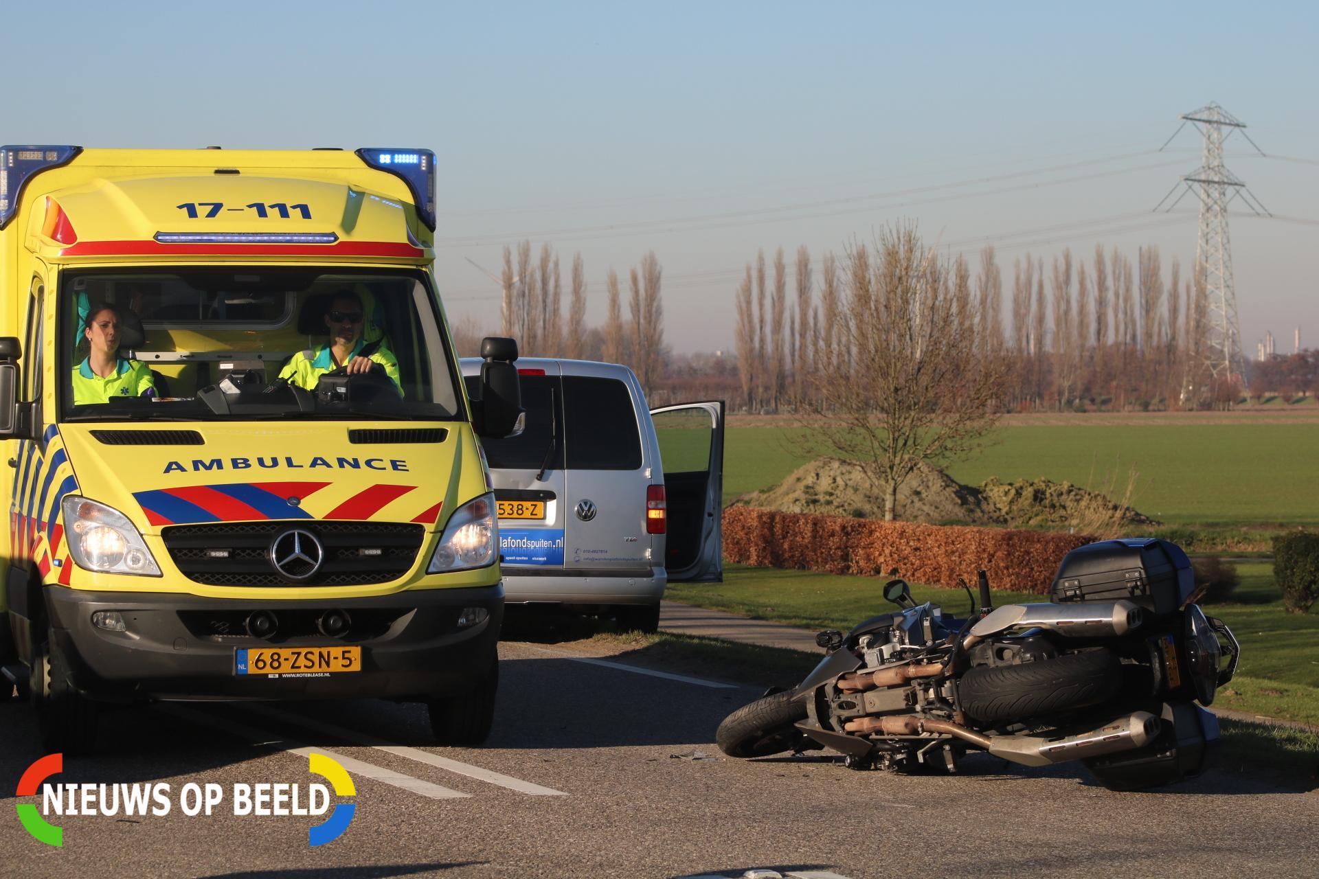 Motorrijder gewond na aanrijding met auto Stationsweg Zuidland