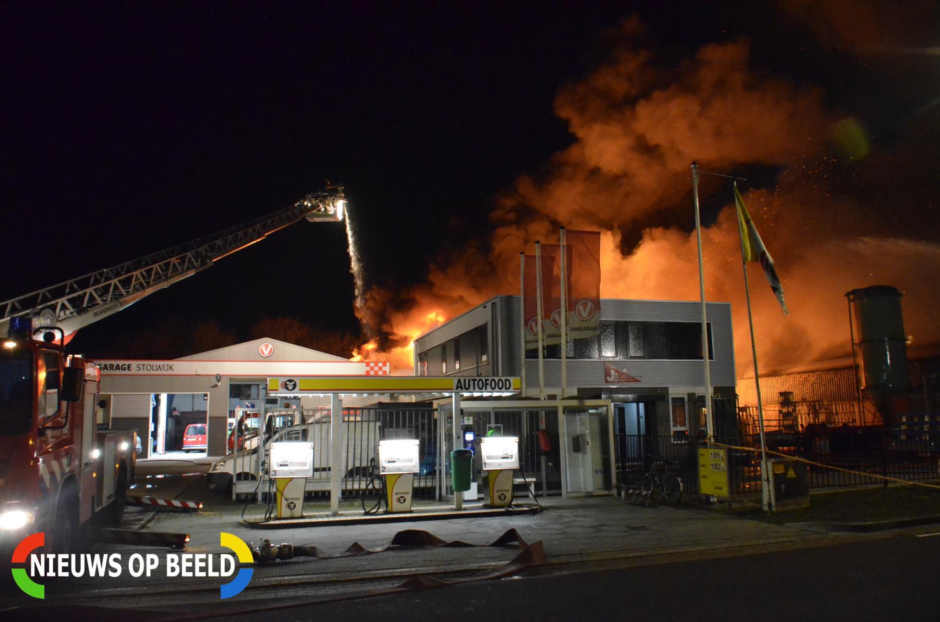 Timmerfabriek verwoest door brand Nijverheidsweg Stolwijk