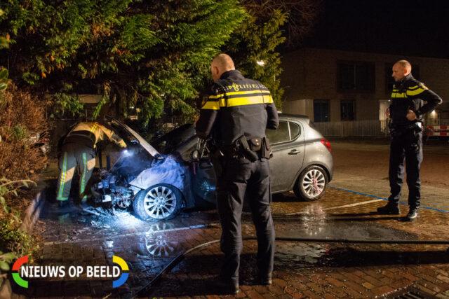 Brandweer en politie onderzoeken hoe de brand is ontstaan