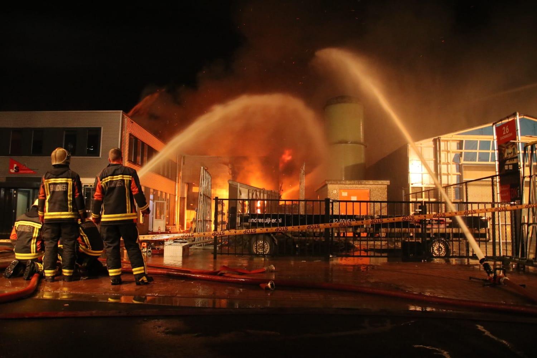 Flinke brand in timmerfabriek Nijverheidsweg Stolwijk