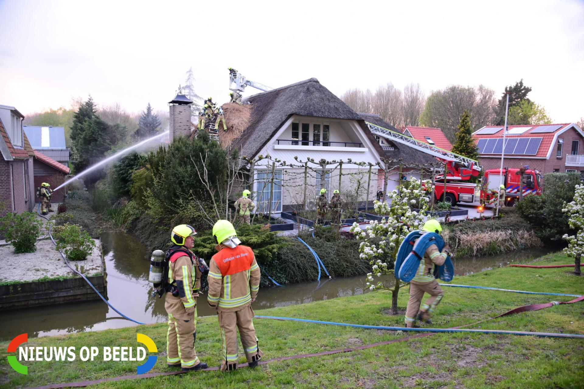 Brand in vrijstaande woning met rieten kap Slotsedijk Rhoon