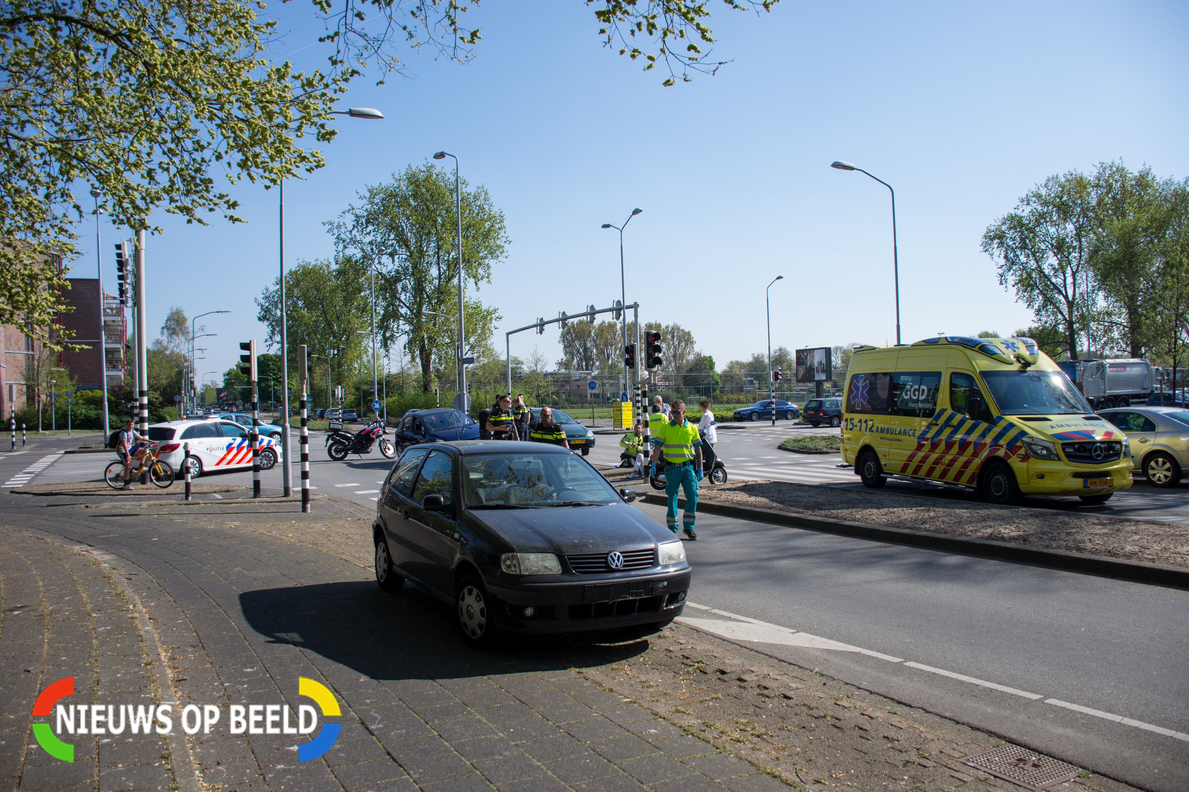Scooterrijder gewond na aanrijding op kruising