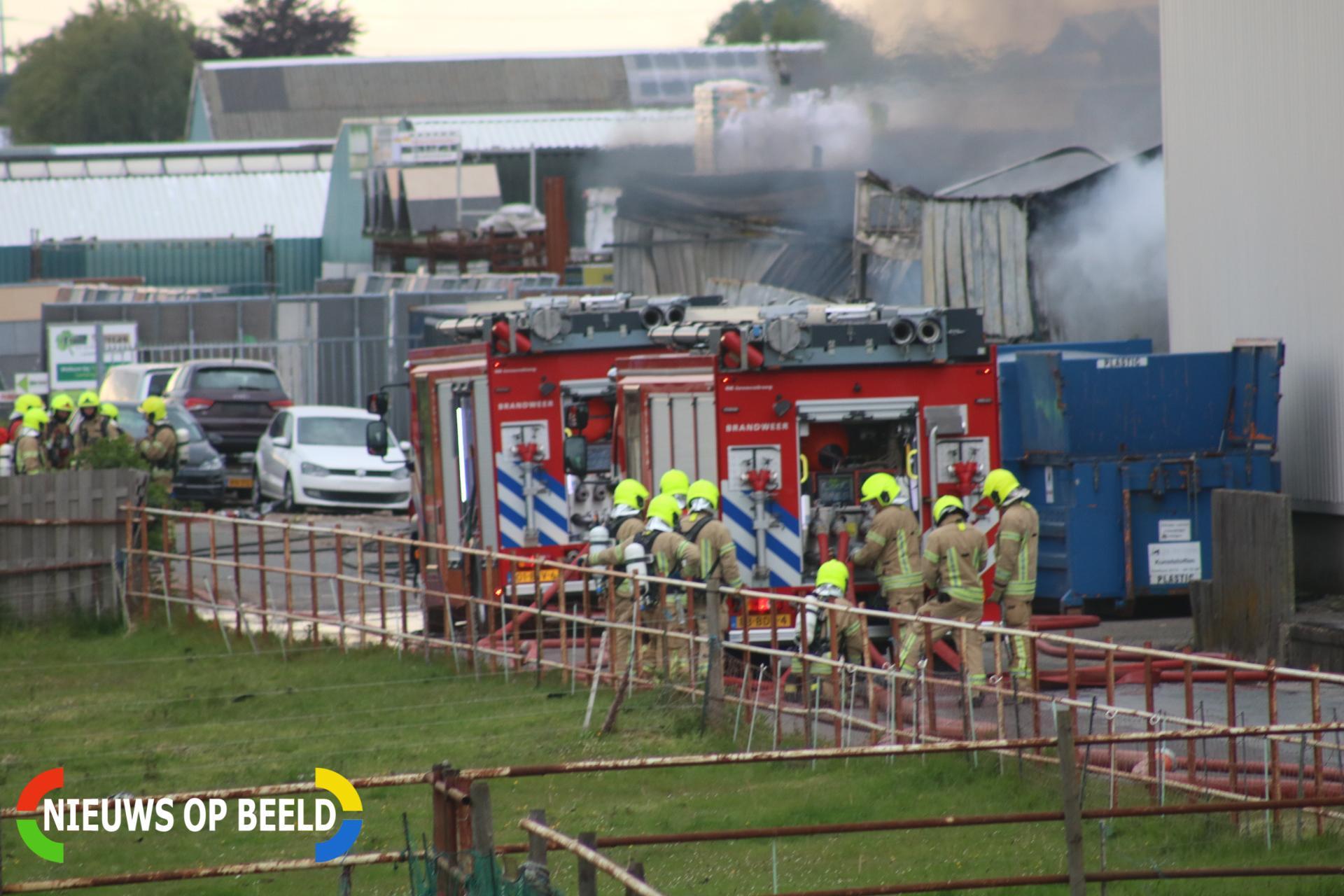 Zeer grote brand in bedrijfsloods Hoekeindseweg Bleiswijk