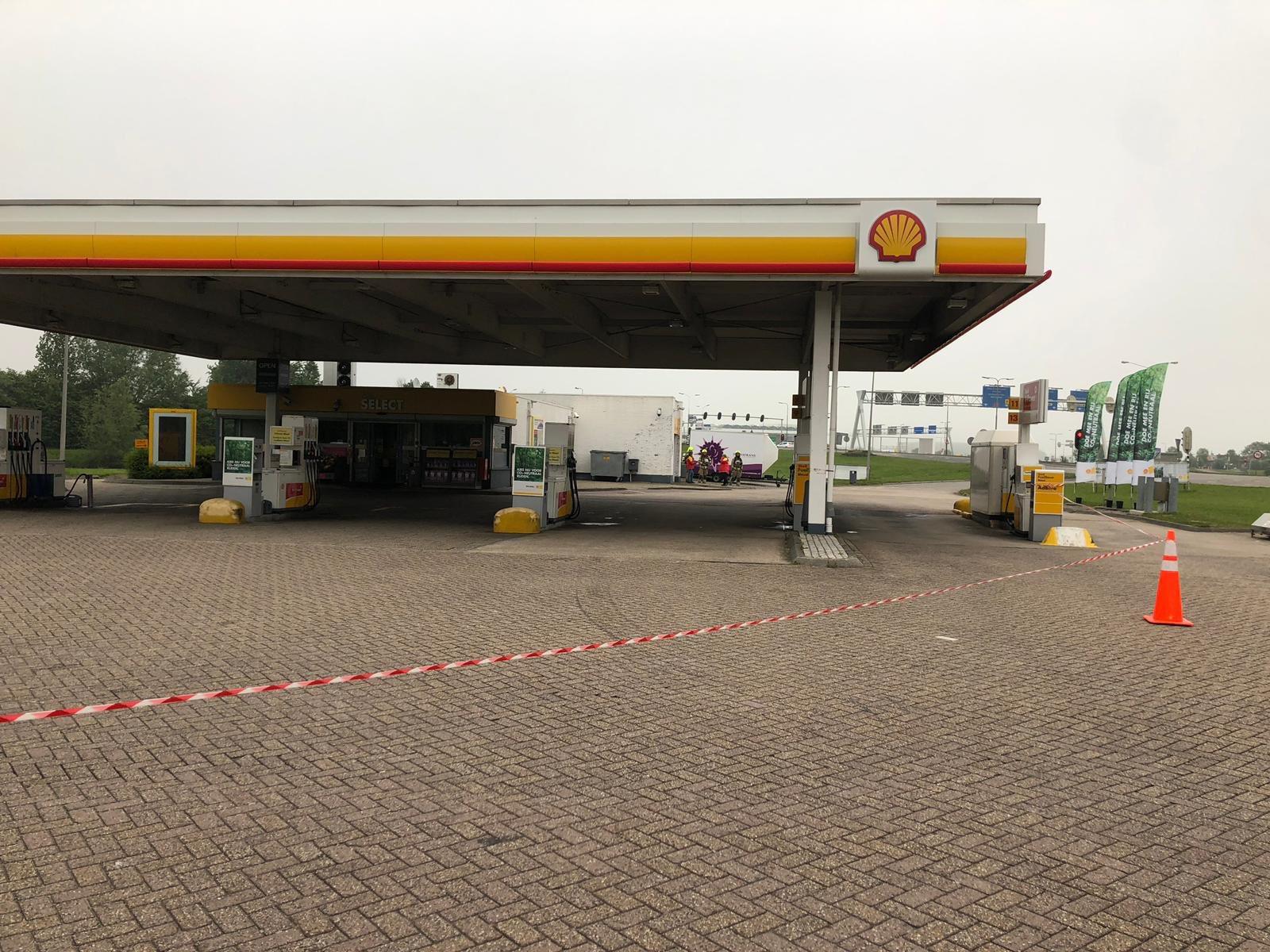 Melding gaslekkage bij tankstation blijkt loos Dierensteinweg Barendrecht