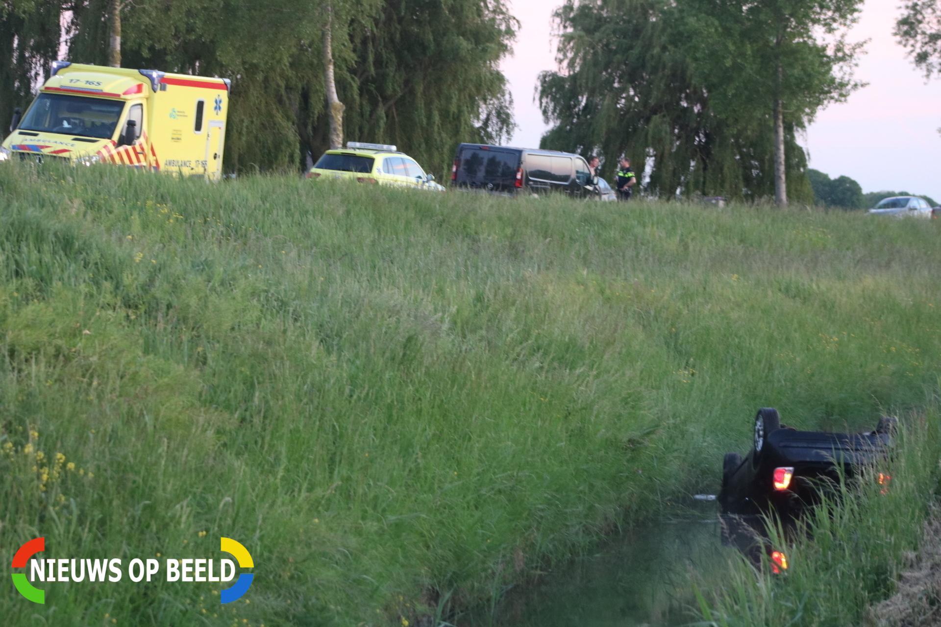 Verkeersruzie eindigt in sloot Haasdijk Abbenbroek